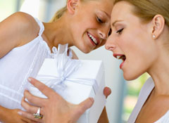 Thinkstock80602581_SSBLOG_Shopping_Mother's-Day-surprise